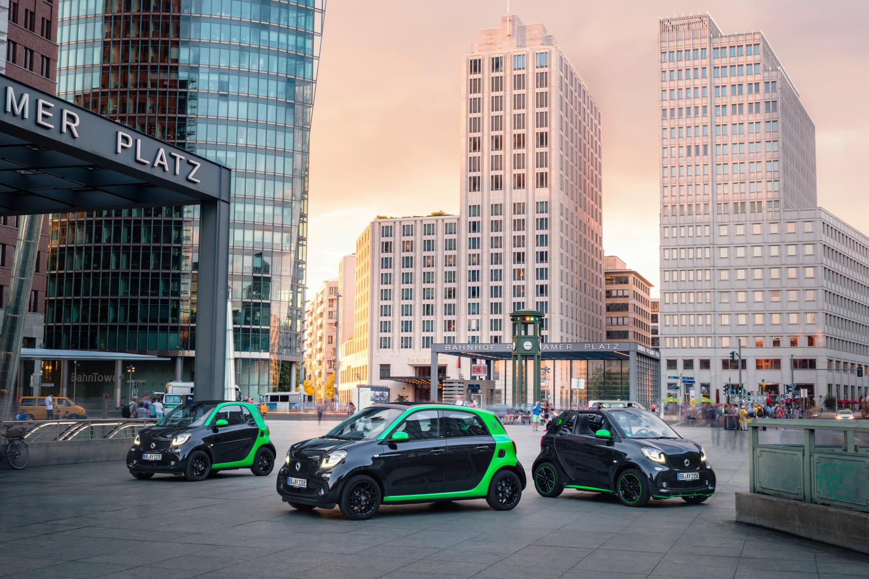 mid Groß-Gerau - Jetzt steht die komplette Smart-Familie unter Strom: Nach dem Fortwo Coupé und dem Cabrio fährt jetzt erstmals auch der Forfour (Mitte) rein elektrisch vor.