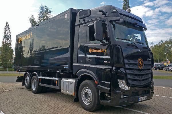 mid Hannover - Der Conti-Innovations-Truck zeigt das Konzept der flexiblen Photovoltaik-Flächen für den mobilen Einsatz.