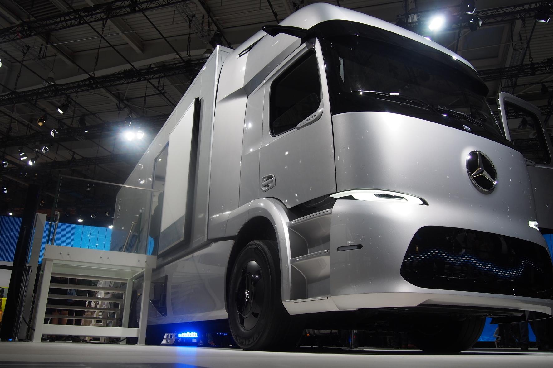 mid Hannover - Urban e-Truck von Mercedes-Benz: Das elektrische Konzeptfahrzeug zielt auf den städtischen Verteiler-Verkehr.