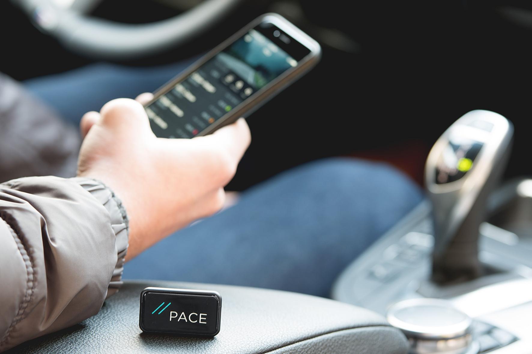 mid Groß-Gerau - Das Interface Pace Link wird in die Diagnoseschnittstelle des Fahrzeugs gesteckt und funkt dann per Bluetooth aufs Smartphone.