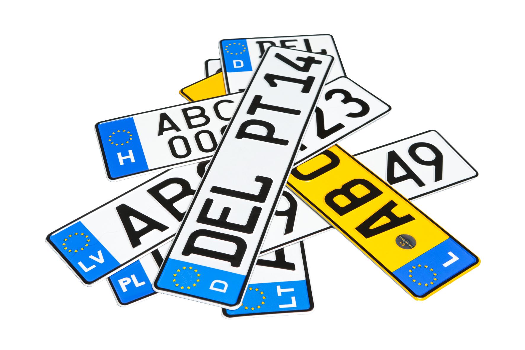 mid Groß-Gerau - Mit eingebautem Diebstahlschutz: Moderne Autokennzeichen sind weit mehr als dünnes Blech mit Zahlen und Buchstaben.