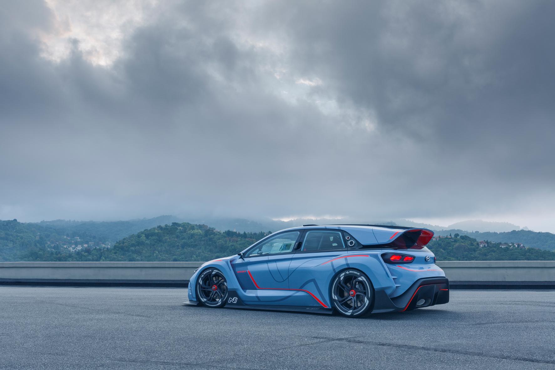 mid Groß-Gerau - Scharfes Schnittchen: So stellt sich Hyundai die neue Linie von Sportversionen in der Modellpalette vor. Der RN30 hat eine leichte Karosserie aus neu entwickeltem Kunststoff.