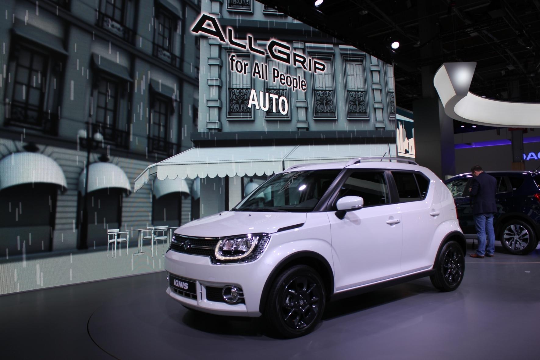 mid Paris - Suzuki präsentiert mit dem neuen Ignis einen SUV im Kleinwagen-Format. Marktstart ist im Januar 2017.