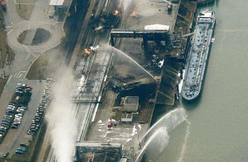 Gestern um 16.30 Uhr, fünf Stunden nach der Explosion, fotografiert aus einem Kleinflugzeug 600 ...