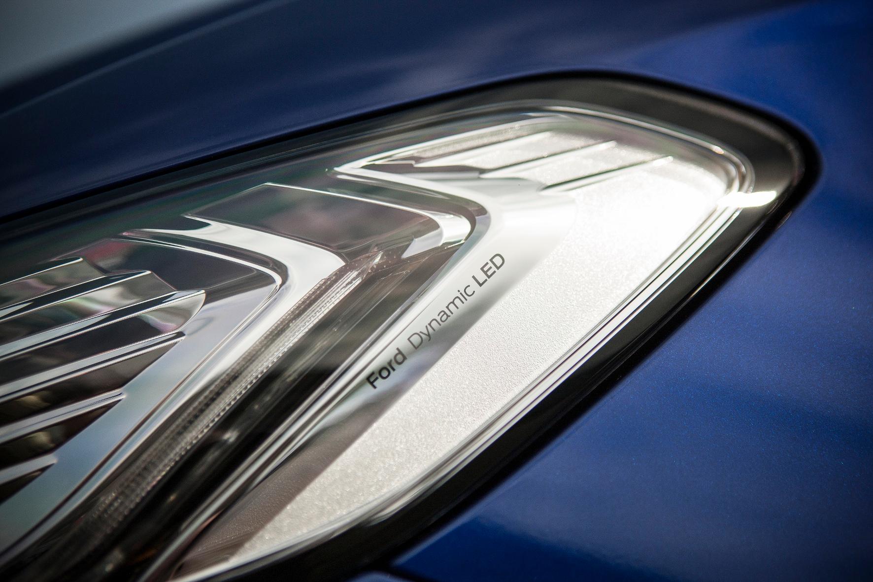 mid Groß-Gerau - Mit spezieller Licht-Technik leuchtet Ford Autofahrern den Weg durch das nächste Unwetter.