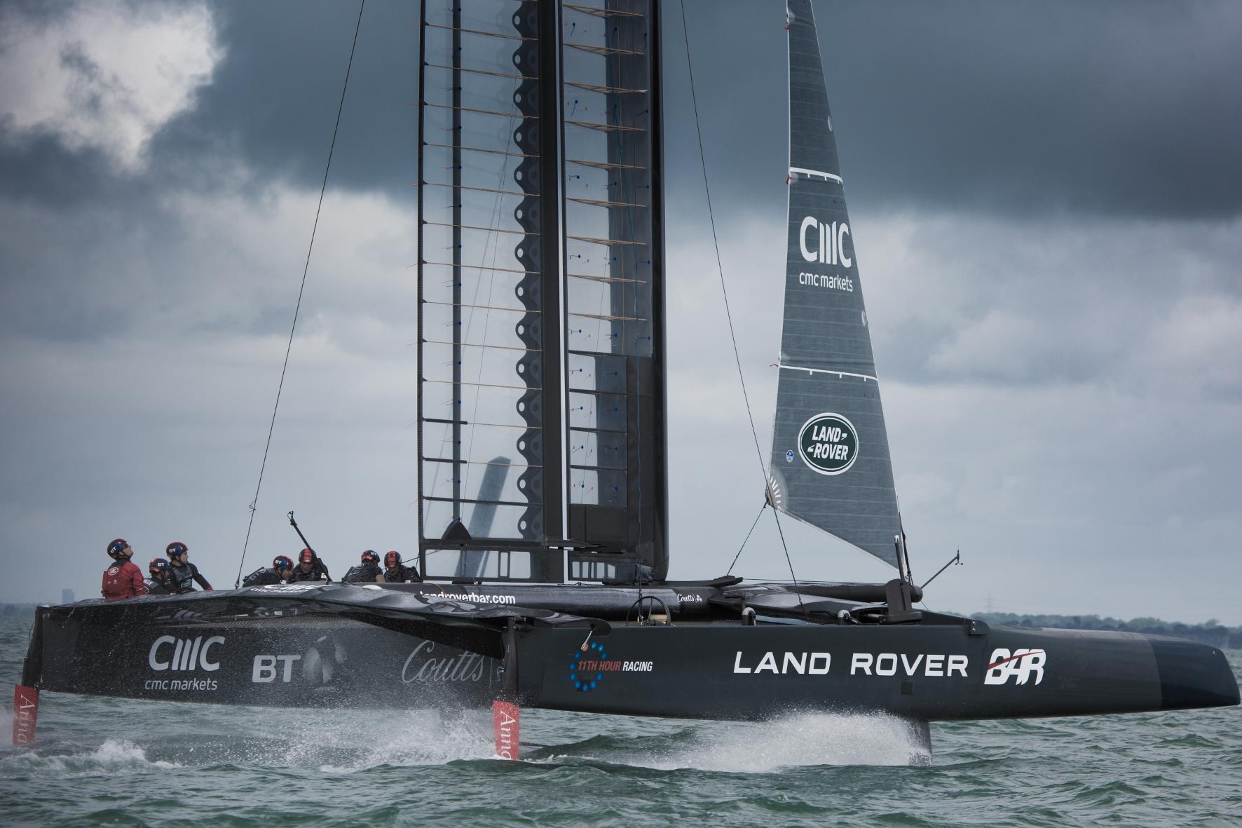 mid Portsmouth - Segeln ist Hochleistungssport. Das zeigt sich vor allem beim berühmten America's Cup. Die Auto-Marke Land Rover ist jetzt als Technologiepartner des englischen Segler-Teams mit an Bord.