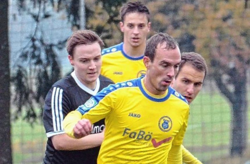Schloßau (in Schwarz) und Höpfingen trennten sich am Samstag mit einem 1:1-Unentschieden.