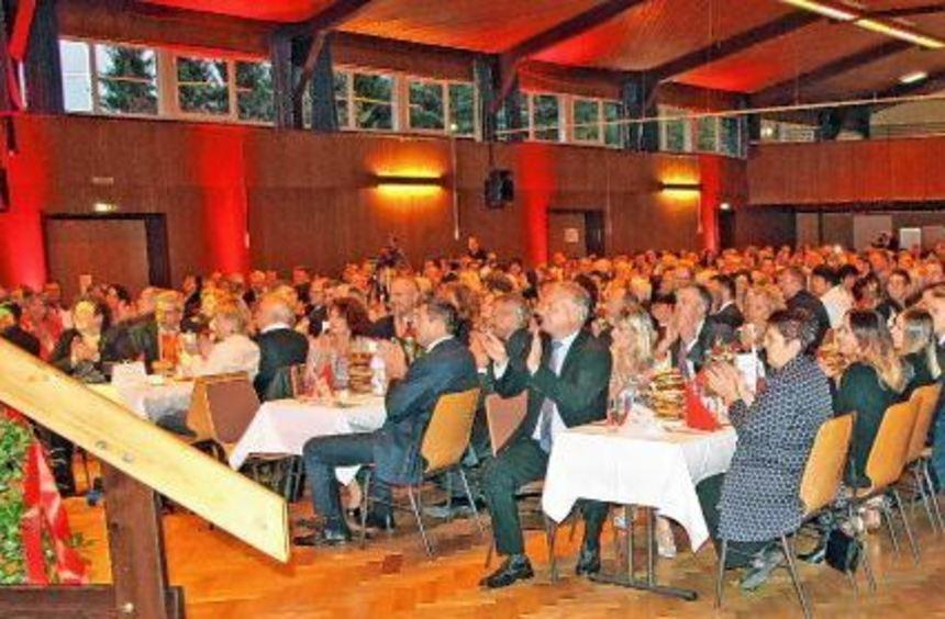 Zwanzig Jahre Wilhelm Altrieth GmbH und 20 Jahre Würth-Logistik-Center (WLC) wurden am Samstagabend ...
