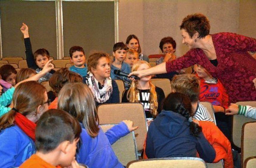 Die Schüler der dritten und vierten Klassen der Neurottschule konnten mit Jutta Nymphius gemeinsam ...