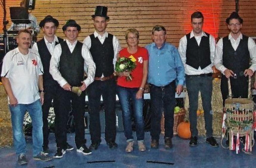Akteure der Höhefelder Kärwe (von links): Norbert Kippes (Vorstand SV Höhefeld), Tom Sorger ...