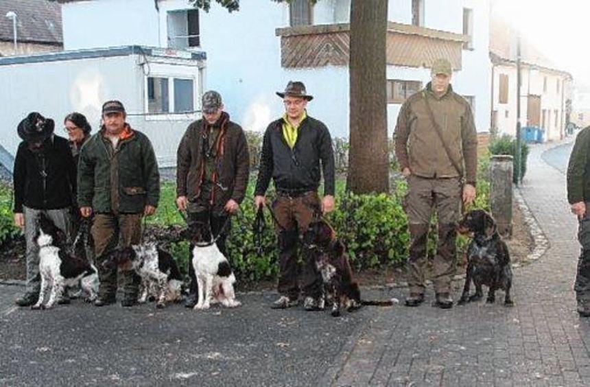 Die erfolgreichen Gespanne bei der Verbandsgebrauchshundeprüfung.