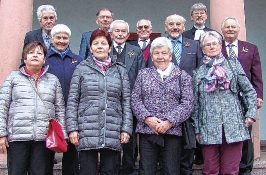 Mit einem Festgottesdienst feierten elf Männer und Frauen am Sonntag ihre Konfirmationsjubiläen in ...