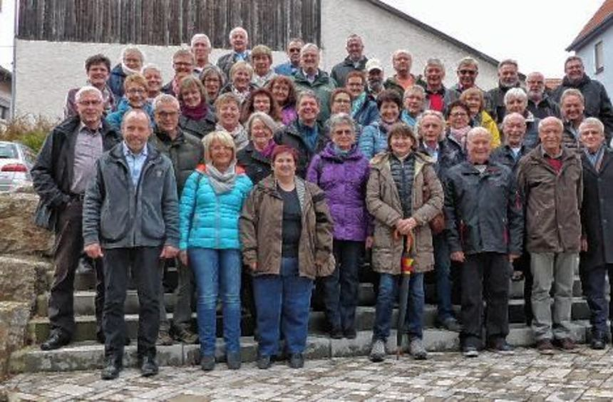 Die Jahrgangsangehörigen aus Höpfingen und Waldstetten trafen sich zu einem freudigem Wiedersehen. ...