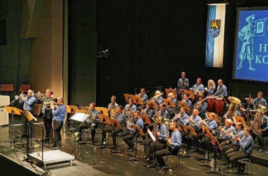 Der Fanfarenzug der Rennstadt spielte in der Stadthalle nur mit seinem Blasorchester und bewies, ...