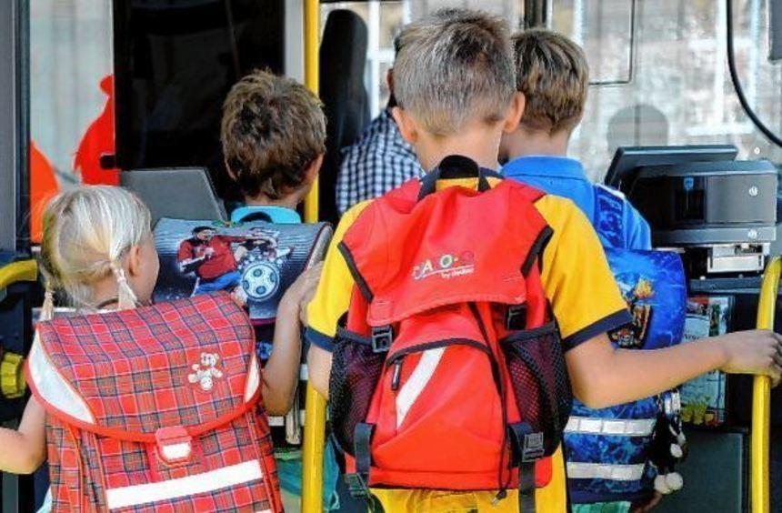 Gibt es Gedränge beim Ein- oder Ausstieg in den Schulbus? Wie sieht es mit der Pünktlichkeit und ...
