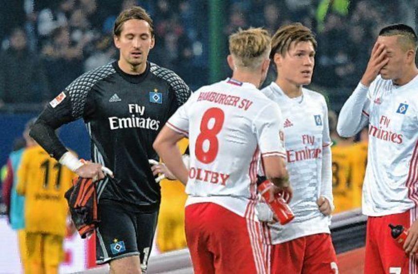 Frust beim HSV (v.l.): Torwart Rene Adler, Lewis Holtby, Gotoku Sakai und Bobby Wood nach der ...