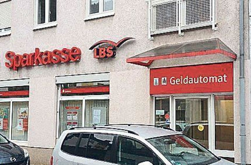 Diese Zweigstellen wird es nur noch bis Ende 2017 geben: die Filialen in der Donarstraße (oben), in ...