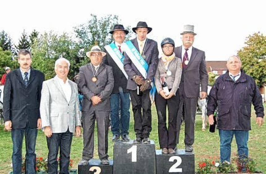 Die Sieger des Wettbewerbs mit Klaus Künstler (l.), Walter Klein (2. v.l.) und Gerhard Herbel (r.).