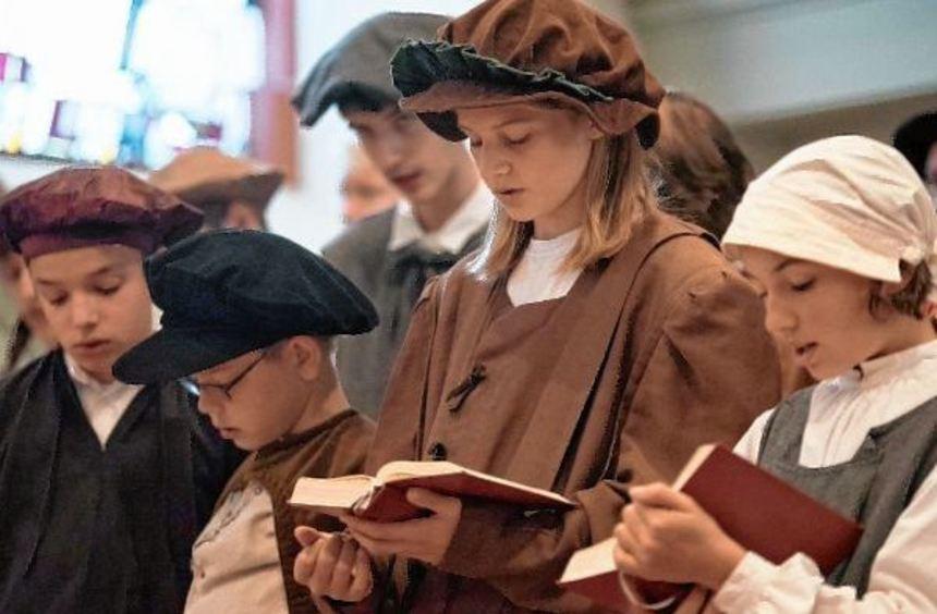 """Mit dem Stück """"Luthers Kinder"""" eröffnete die evangelische Kirchengemeinde Großsachsen das ..."""