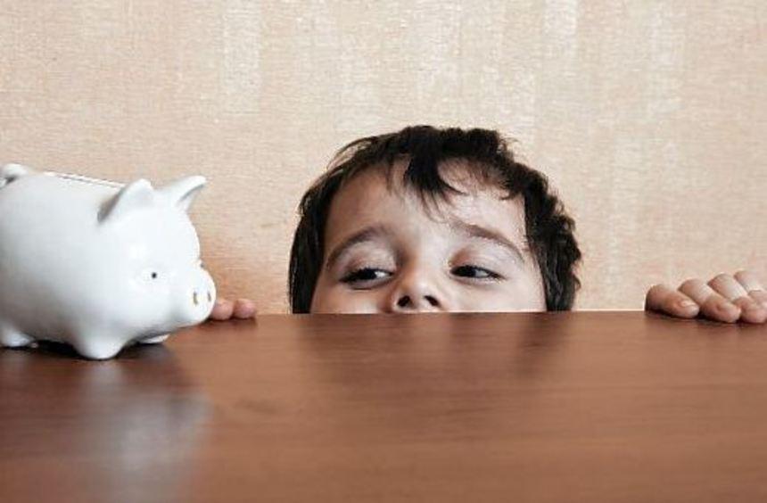 Spitzenverdiener können im Jahr 58 000 Euro aufs Sparkonto überweisen - dagegen spart bei den 14- ...