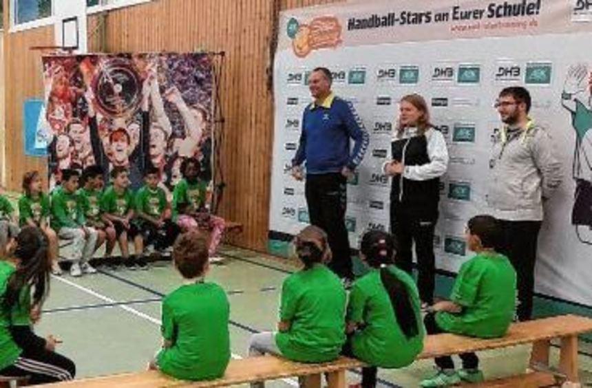 """Christian """"Blacky"""" Schwarzer war als Stargast beim Grundschulaktionstag der Handballverbände ..."""