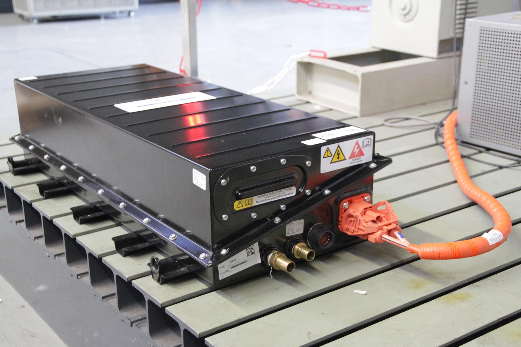 mid Duisburg - Um der E-Mobilität auf die Sprünge zu helfen, sind Weiterentwicklungen im Bereich der Batterien unerlässlich.