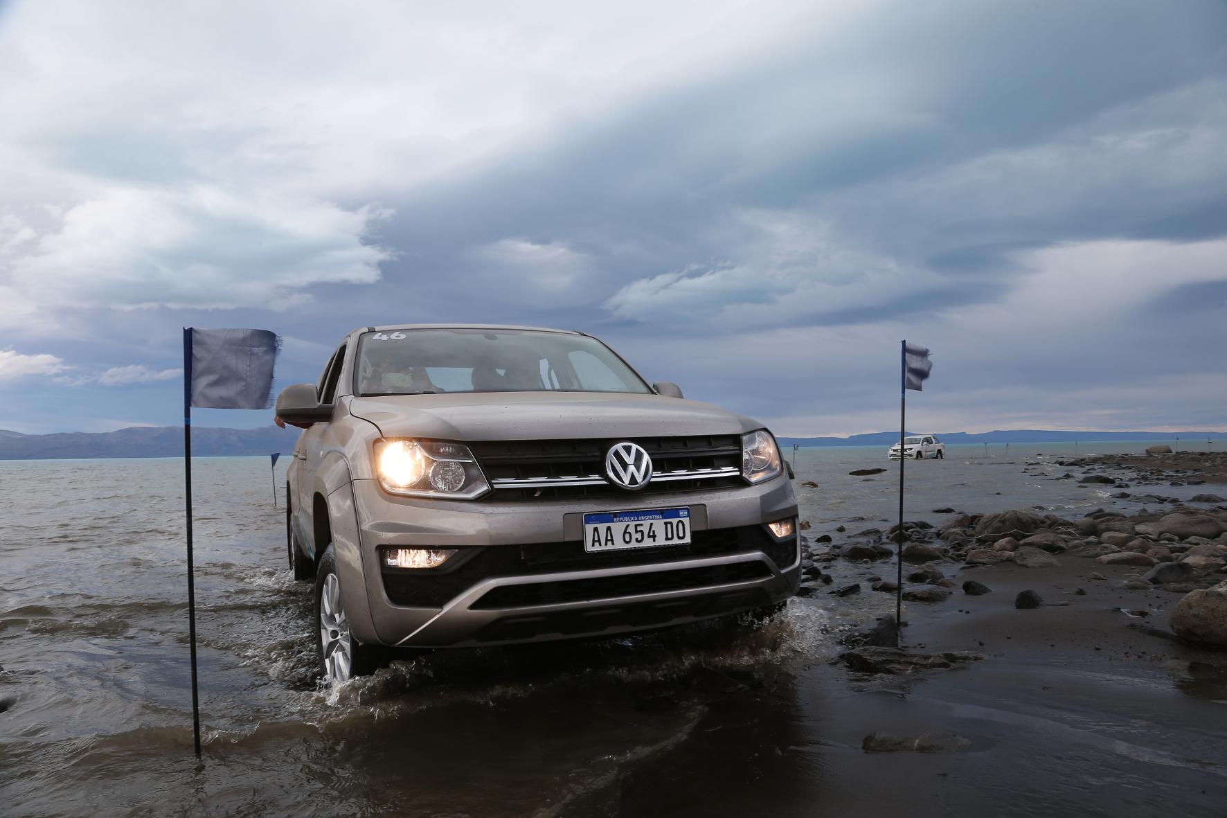 mid El Calafate - Gelandet: Der VW Amarok kommt jetzt mit neu gestalteter Frontpartie und einem kräftigen V6-Diesel auf den Markt.