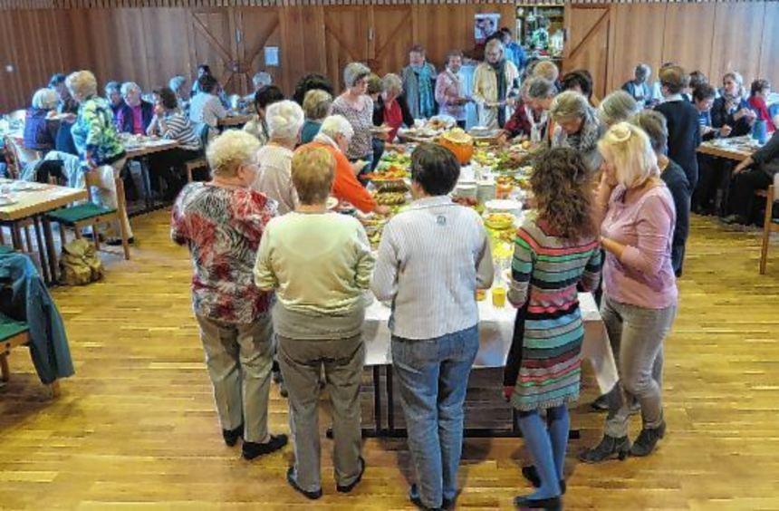 Volles Haus im Bartholomäussaal: Rund 100 Frauen besuchten den Frühstückstermin mit dem Referat von ...