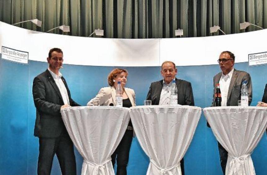 Christian Schönung (l.) und Annette Hemmerle-Neber (r.) stellten sich den Fragen von Karl-Heinz ...