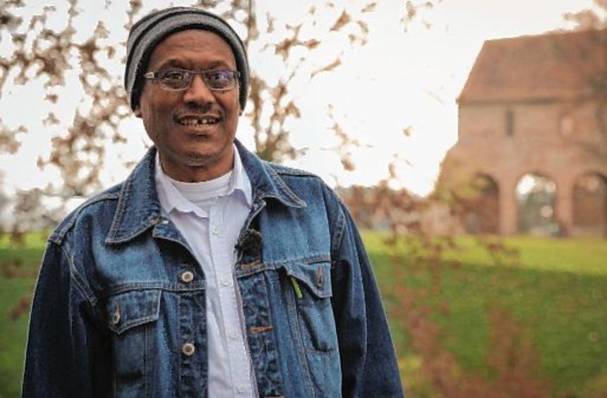 Wasihun Bekele führte über das Gelände des Lorscher Klosters.