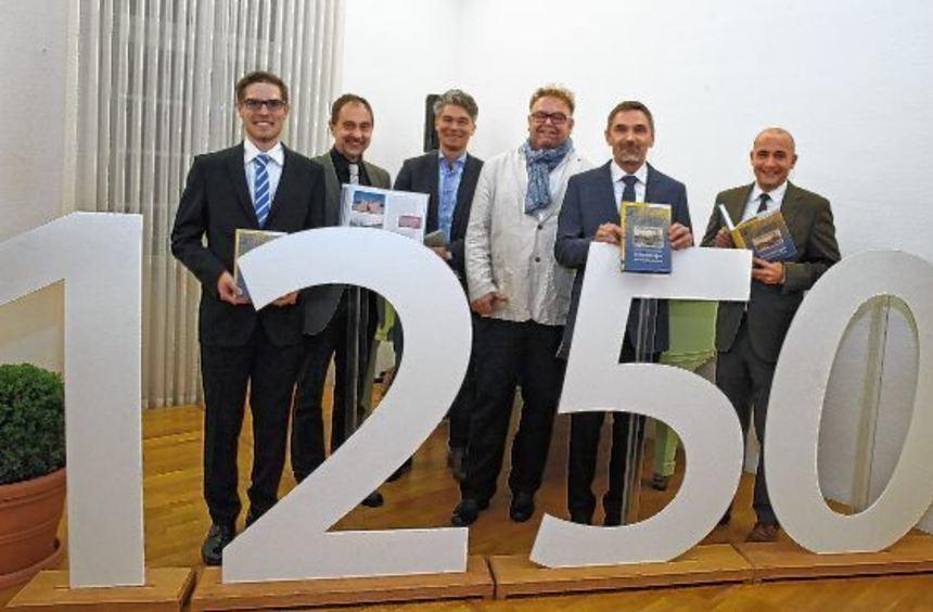 Lars Maurer (v.l.), Reiner Schmidt vom Verlag Regionalkultur, Dr. Andreas Hensen, Leiter des ...