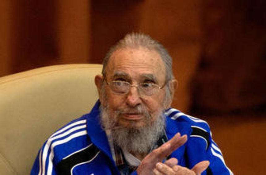 Seine bekannte olivgrüne Militäruniform hat Fidel Castro im Alter gegen einen Trainingsanzug ...