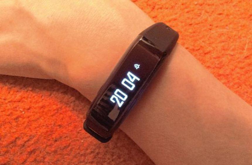 Das Fitness-Armband kann deutlich mehr als nur Schritte zählen. Unter anderem dient es auch als ...