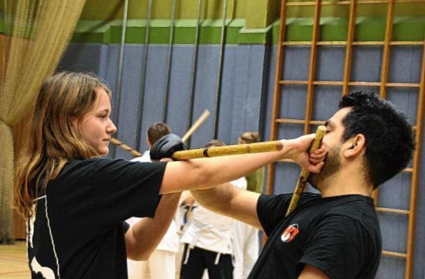 Frauen lernten beim Workshop, wie sie sich effektiv gegen Angriffe zur Wehr zu setzen können.