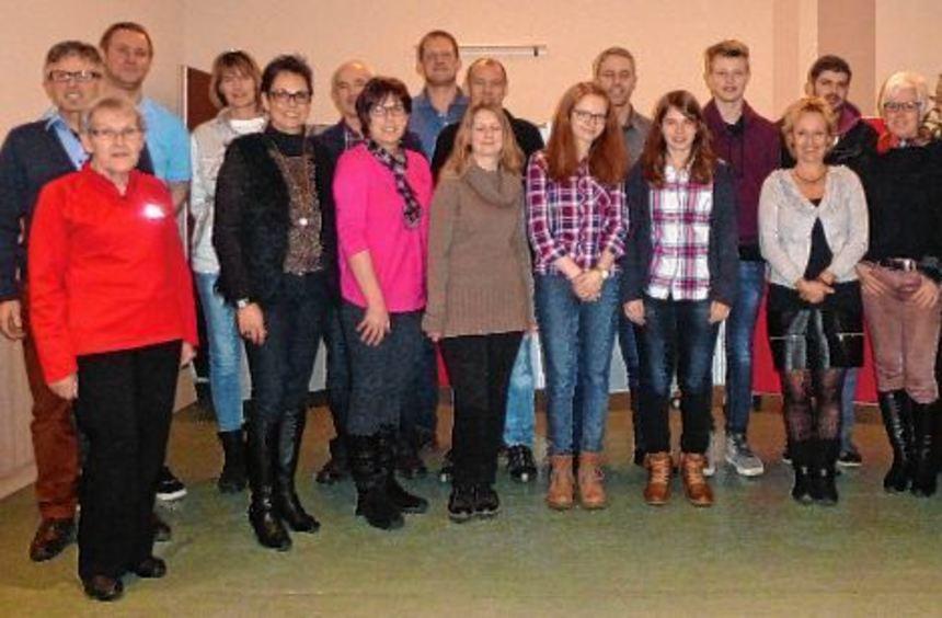 Die erfolgreichen Teilnehmer an der Sportabzeichenaktion zusammen mit Jutta Hellmuth (links).