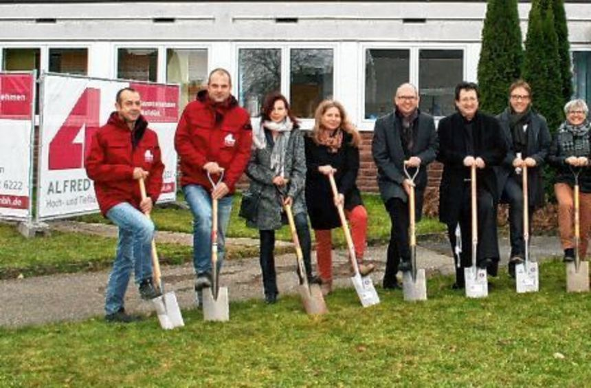 Mit dem ersten Spatenstich begannen die Sanierungs- und Erweiterungsmaßnahmen am Kindergarten St. ...