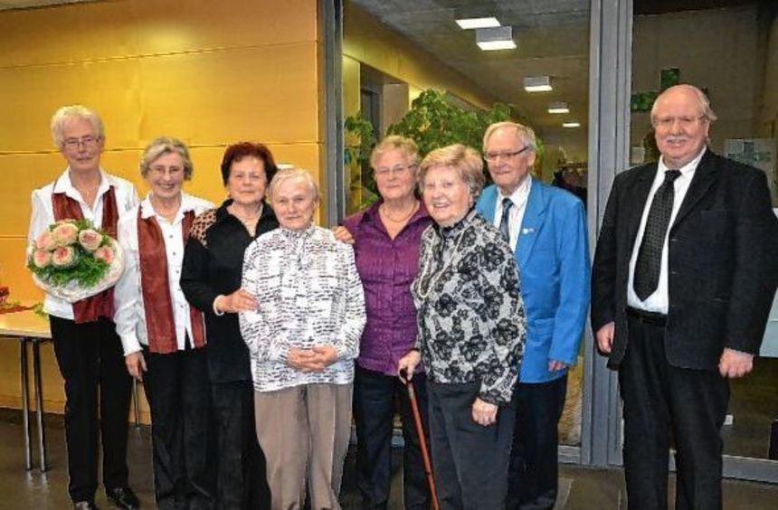 Die Vorsitzende Marianne Metz (l.) mit den Geehrten (v.l.) Gisela Schertel, Hildegard Hartmann, ...