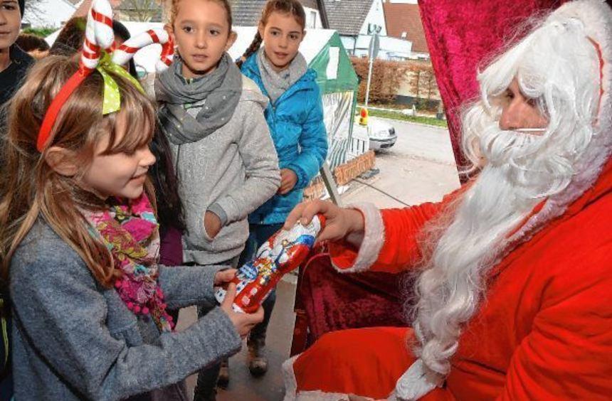 Das strahlen die Kinderaugen: Der Weihnachtsmann höchstselbst ließ es sich nicht nehmen die kleinen ...