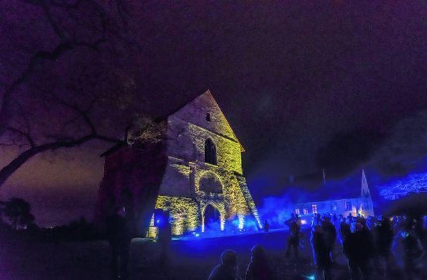 So hat man den Kirchenrest im Welterbe-Areal noch nie gesehen. Die Licht- und Klanginstallationen ...