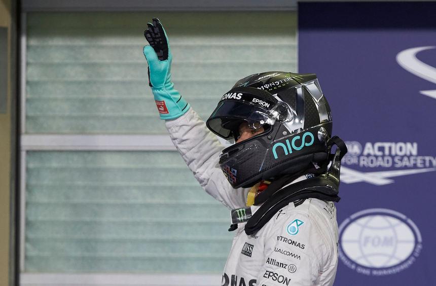 mid Groß-Gerau - Das beste Gebot: Der frisch gekürte Formel-1-Weltmeister Nico Rosberg versteigert ...