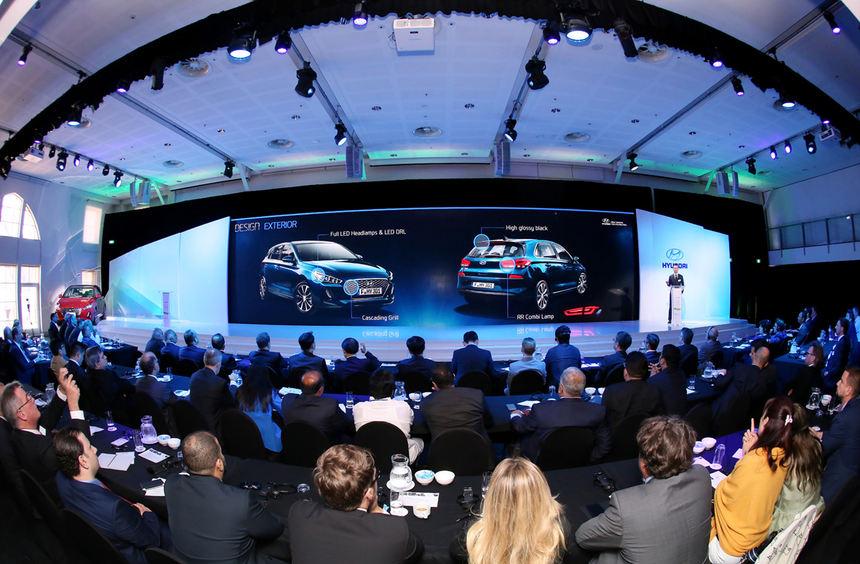 """mid Groß-Gerau - Große Ehre: Der Titel """"Bester Hyundai-Händler des Jahres weltweit"""" geht an die ..."""