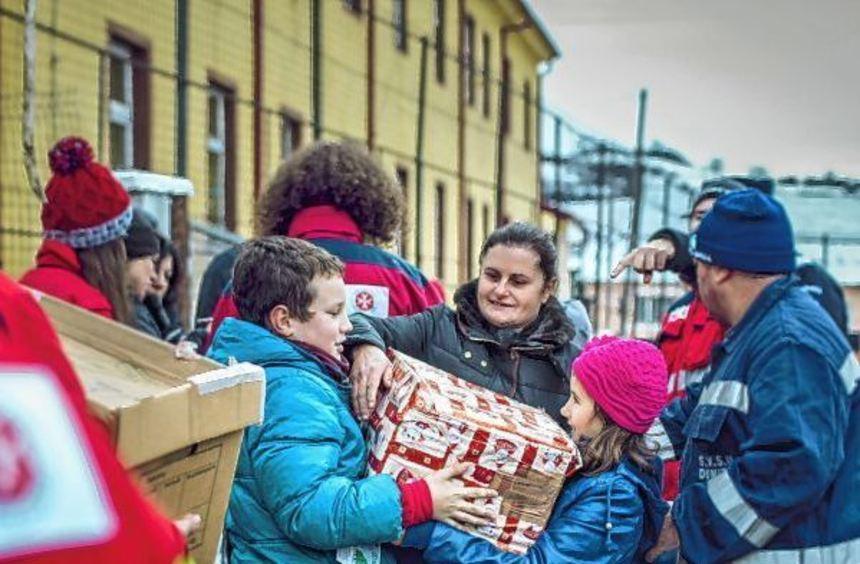 Groß ist immer die Freude bei Erwachsenen und Kindern, wenn sie von den Weihnachtstruckern der ...