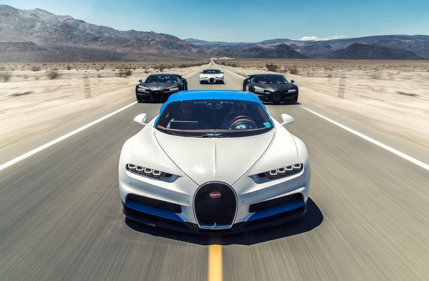 mid Death Valley - Rasantes Quartett mit 6.000 PS: vier Bugatti Chiron bei der Heißklima-Erprobung ...