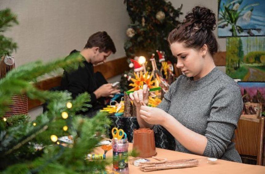 Beim Kirschhäuser Weihnachtsmarkt wurde vor Ort gebastelt.