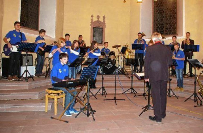 Ein stimmungsvolles Adventskonzert bot die Städtische Musikschule am ersten Advent in der Alten ...