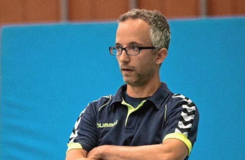 Lorschs Trainer Daniel Brendle trauert den Punkten hinterher.