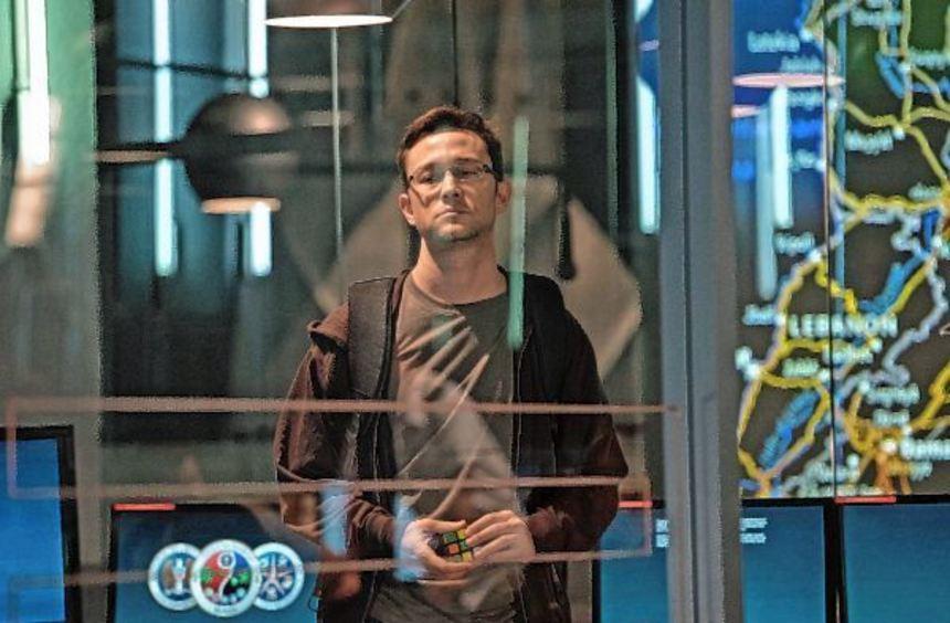 Die Geschichte von Edward Snowden wird in der VHS-Filmreihe am heutigen Dienstag und morgigen ...