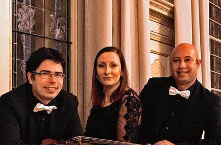 Drei Musiker aus Würzburg bieten beim Dinner Konzert am 15. Dezember im Wildbad Rothenburg ...