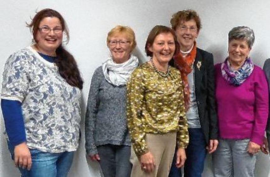 Der teilweise neu gewählte Vorstand von Sprungbrett (von links): Eva Reinhardt (stellv. ...