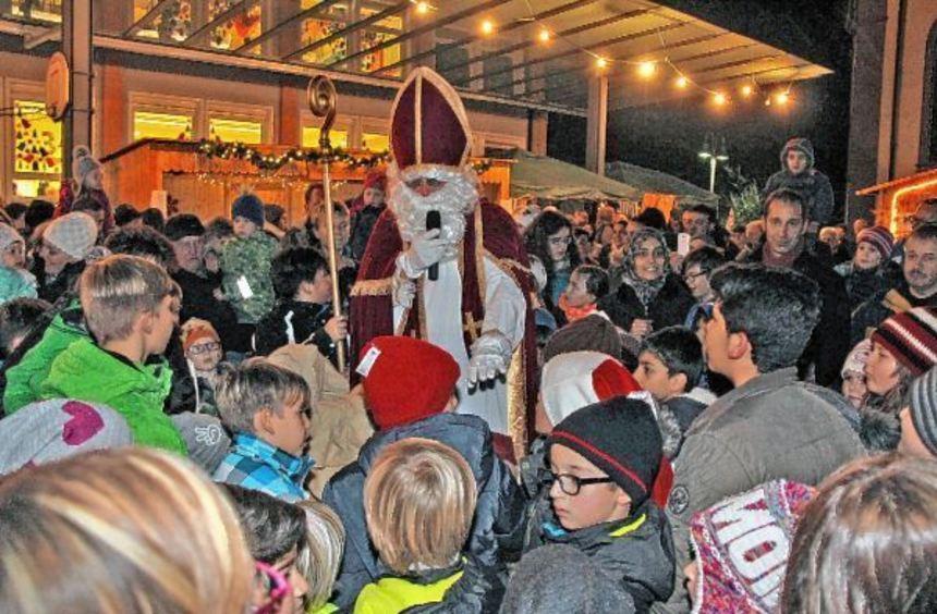 Vorweihnachtliche Stimmung herrschte am Samstag auf dem Weihnachtsmarkt in Rosenberg. Auf dem ...